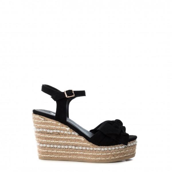 Xti dámské boty na klínku černé